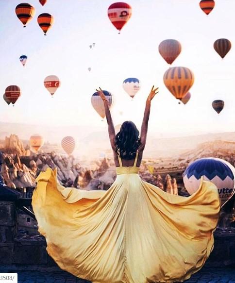 Танец на фоне шаров